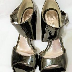 Sofft Peep-toe heels buckle closure Black size 9M